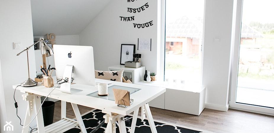 Wysokość biurka – jak dobrać wymiary biurka do pracy?