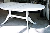 malowanie drewnianego stołu