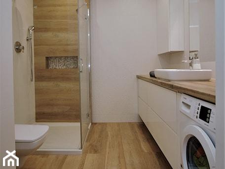 Aranżacje wnętrz - Łazienka: Łazienka z prysznicem - ML Projekt. Przeglądaj, dodawaj i zapisuj najlepsze zdjęcia, pomysły i inspiracje designerskie. W bazie mamy już prawie milion fotografii!