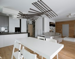 APARTAMENT 120 m2 Żoliborz - Duża otwarta szara jadalnia w salonie, styl nowoczesny - zdjęcie od Madama