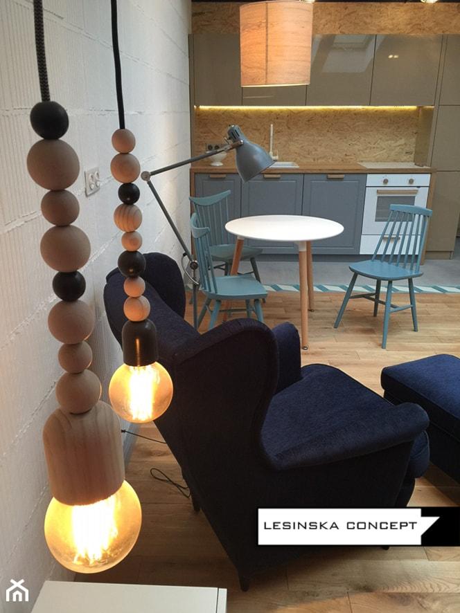 APARTAMENT W KARAKOWIE - Mała otwarta kuchnia jednorzędowa w aneksie, styl industrialny - zdjęcie od LESINSKA CONCEPT