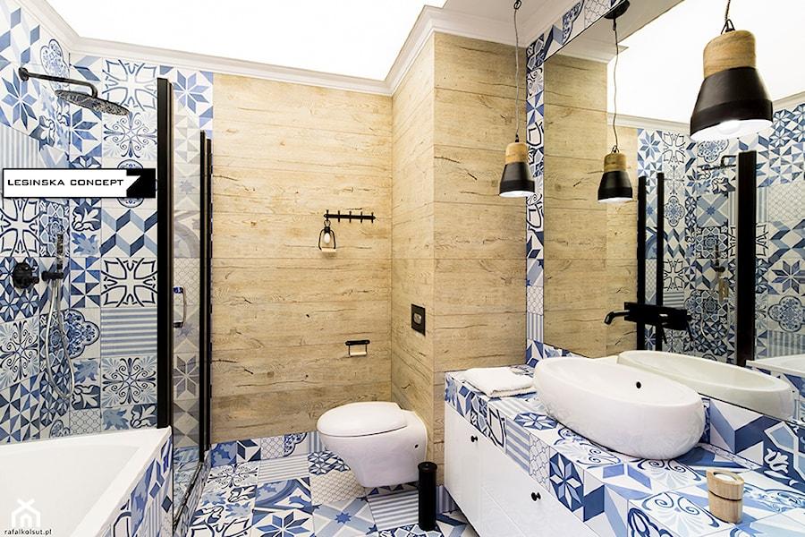 PANORAMA - Średnia niebieska brązowa kolorowa łazienka, styl rustykalny - zdjęcie od LESINSKA CONCEPT