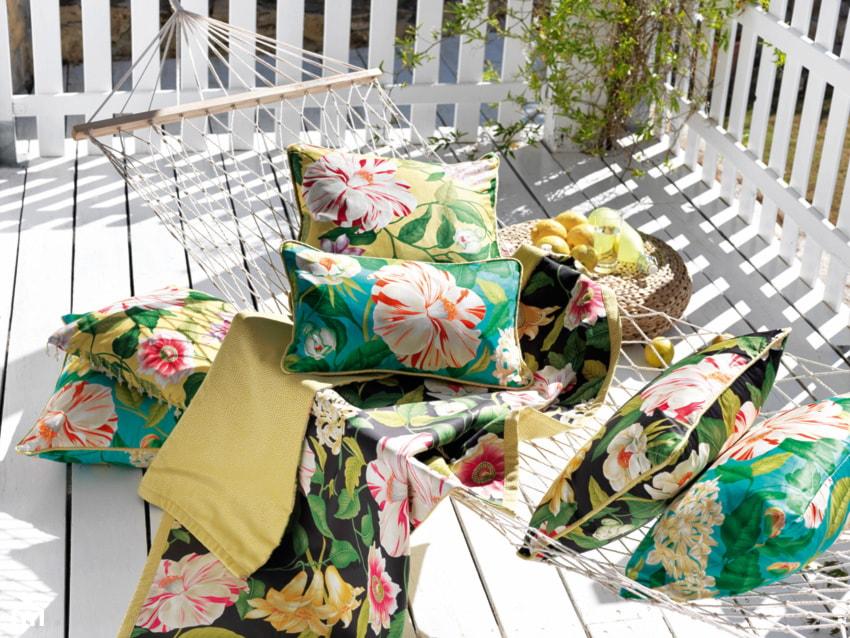 Aranżacje wnętrz - Taras: Tkanina w kwiaty Floreanna, marki Sanderson, kolekcja Voyage of Discovery - Ardeko. Przeglądaj, dodawaj i zapisuj najlepsze zdjęcia, pomysły i inspiracje designerskie. W bazie mamy już prawie milion fotografii!