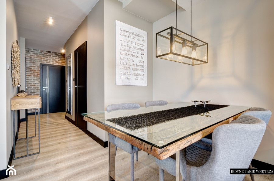 Industrialnie i nowocześnie Gdynia - Mała otwarta szara jadalnia jako osobne pomieszczenie, styl minimalistyczny - zdjęcie od JedyneTakieWnętrza