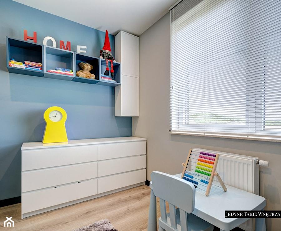Aranżacje wnętrz - Pokój dziecka: Industrialnie i nowocześnie Gdynia - Średni szary niebieski pokój dziecka dla chłopca dla dziewczynki dla malucha, styl minimalistyczny - JedyneTakieWnętrza. Przeglądaj, dodawaj i zapisuj najlepsze zdjęcia, pomysły i inspiracje designerskie. W bazie mamy już prawie milion fotografii!