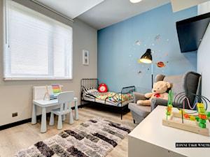 Industrialnie i nowocześnie Gdynia - Mały szary niebieski pokój dziecka dla chłopca dla dziewczynki dla malucha, styl minimalistyczny - zdjęcie od JedyneTakieWnętrza