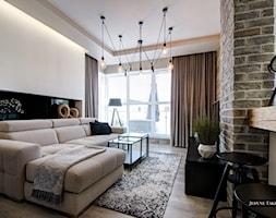 Industrialnie i nowocześnie Gdynia - Średni biały czarny salon z tarasem / balkonem, styl minimalistyczny - zdjęcie od JedyneTakieWnętrza
