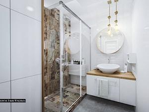 Metamorfoza łazienki - Mała biała łazienka w bloku w domu jednorodzinnym bez okna, styl vintage - zdjęcie od JedyneTakieWnętrza