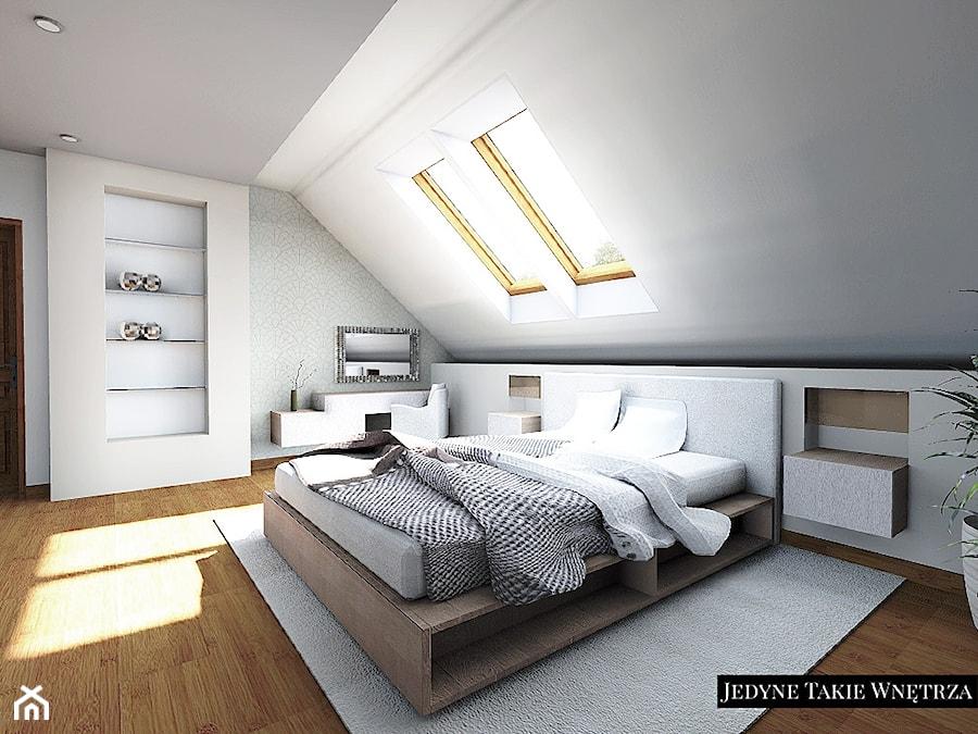 Sypialnia na poddaszu - Duża biała szara sypialnia małżeńska na poddaszu, styl minimalistyczny - zdjęcie od JedyneTakieWnętrza