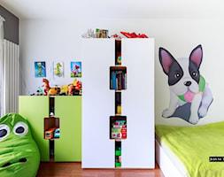 Nowoczesny apartament Kraków - Mały biały szary pokój dziecka dla chłopca dla dziewczynki dla malucha, styl nowoczesny - zdjęcie od JedyneTakieWnętrza