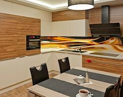 Kuchnia - Apartament I - Mała otwarta różowa kuchnia w kształcie litery l w aneksie, styl nowoczesny - zdjęcie od Meble Ideal