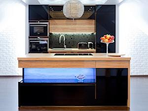 Kuchnia na poddaszu - Mała otwarta kuchnia jednorzędowa dwurzędowa w aneksie z wyspą, styl nowoczesny - zdjęcie od Meble Ideal