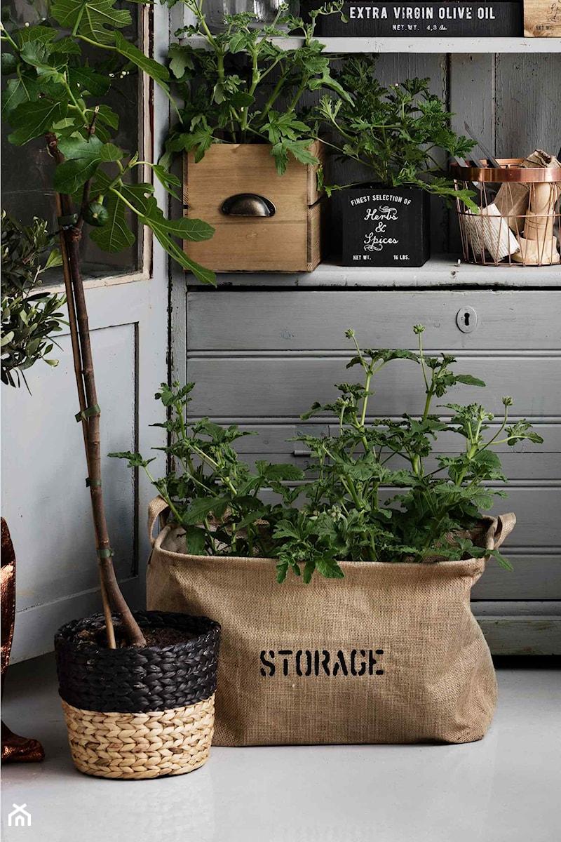 katalog 2015 - Mały taras z przodu domu z tyłu domu - zdjęcie od H&M Home