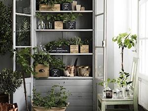 katalog 2015 - Średni ogród z ogródkiem warzywnym zadaszony przedłużeniem dachu - zdjęcie od H&M Home