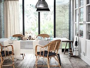 Spring 2015 - Mała zamknięta szara jadalnia jako osobne pomieszczenie, styl skandynawski - zdjęcie od H&M Home