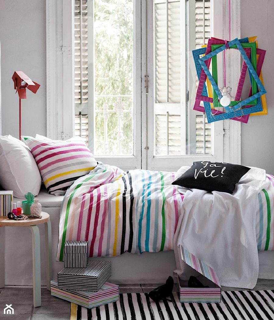 Aranżacje wnętrz - Pokój dziecka: katalog wiosna 2015 - Średni biały pokój dziecka dla dziewczynki dla nastolatka, styl eklektyczny - H&M Home. Przeglądaj, dodawaj i zapisuj najlepsze zdjęcia, pomysły i inspiracje designerskie. W bazie mamy już prawie milion fotografii!