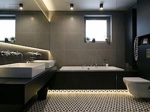 Mieszkanie w Katowicach - Duża czarna łazienka w bloku w domu jednorodzinnym z oknem - zdjęcie od Superpozycja Architekci Dominika Trzcińska