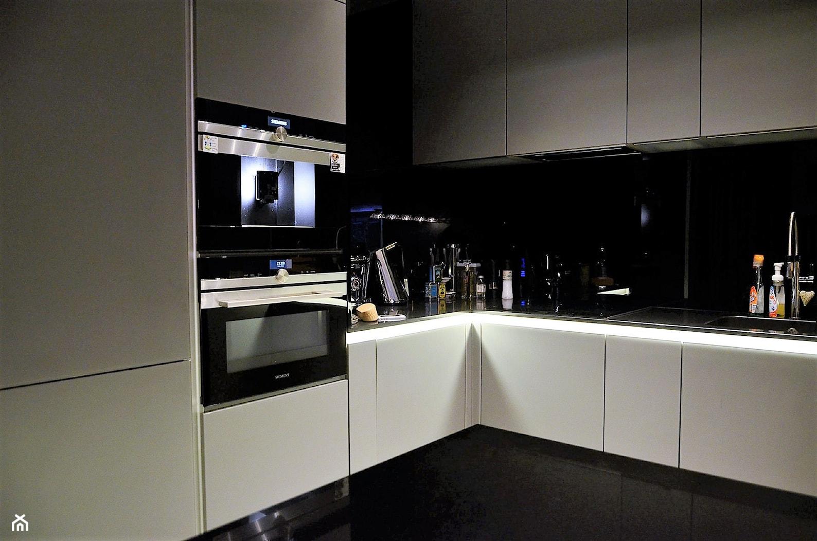 Penthouse Wilanów - Duża kuchnia w kształcie litery l - zdjęcie od BAUART STUDIO Pracownia Architektury - Homebook