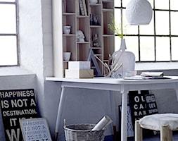 Miejsce do pracy - Małe białe biuro kącik do pracy, styl skandynawski - zdjęcie od agamartin.com