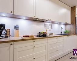 Klasyczna Kuchnia W Połącznieniu Z Akcentem Drewnopodobnym