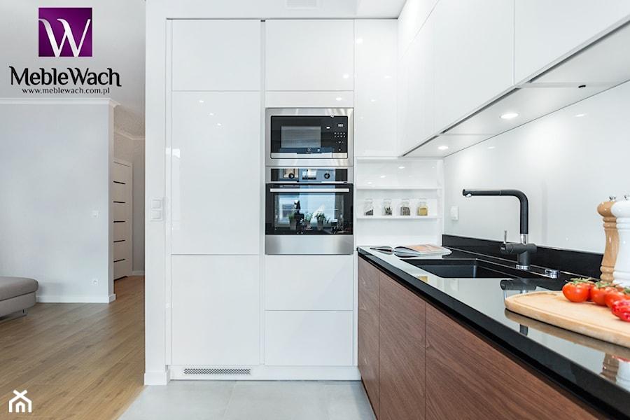 Kuchnia nowoczesna otwarta na salon  Biała kuchnia Fornir   -> Kuchnia Biala Otwarta Na Salon