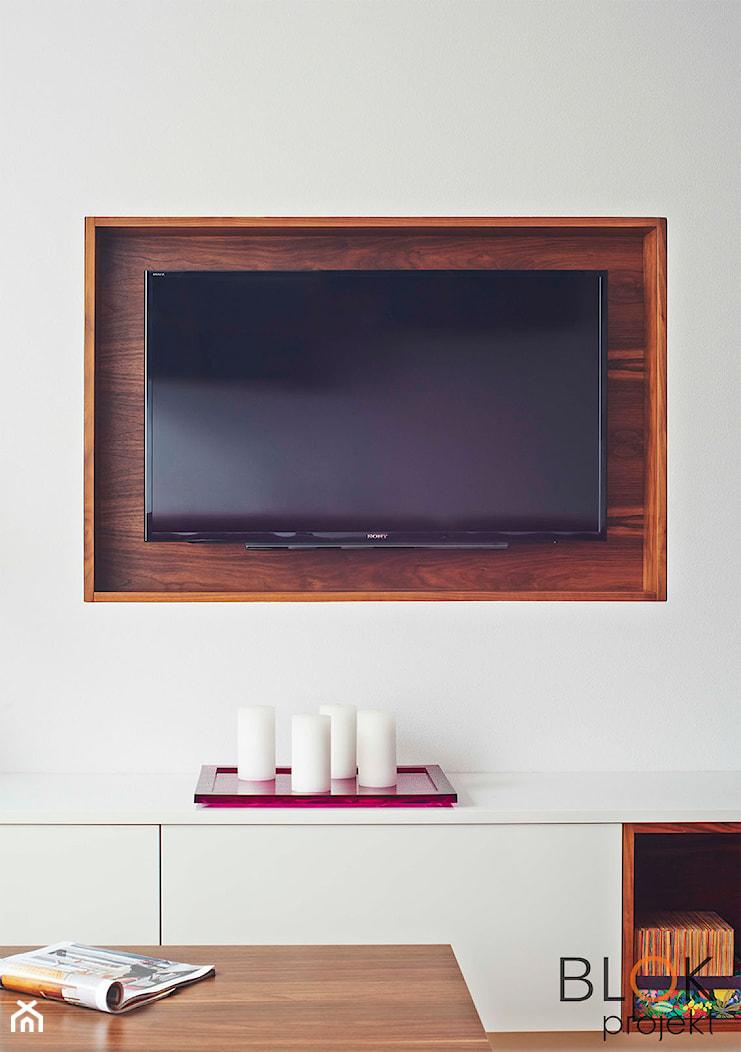 Biel, fuksja i orzech amerykański - Salon, styl nowoczesny - zdjęcie od BLOKprojekt - Homebook
