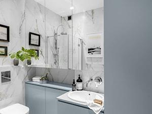 Realizacja - Śródmieście - 50 m² - Średnia szara łazienka w bloku w domu jednorodzinnym bez okna, styl klasyczny - zdjęcie od Studio Monocco