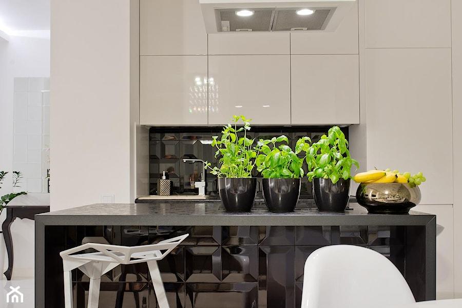 Nowoczesne mieszkanie w Gdańsku - Kuchnia, styl nowoczesny - zdjęcie od INDEZZO