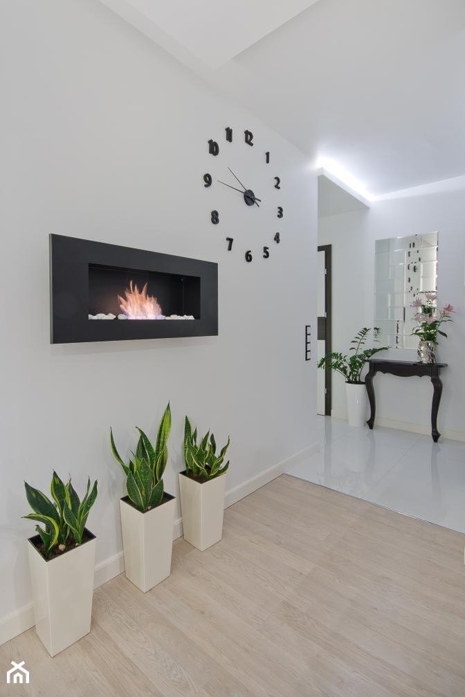 Nowoczesne mieszkanie w Gdańsku - Biały salon, styl nowoczesny - zdjęcie od INDEZZO