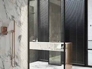 Apartament na Mokotowie - Duża szara łazienka w bloku w domu jednorodzinnym jako salon kąpielowy z oknem, styl minimalistyczny - zdjęcie od EXITDESIGN