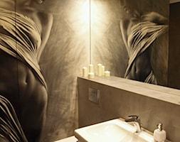 Malarstwo w łazience - zdjęcie od VERSIGN Studio Projektowania Wnętrz