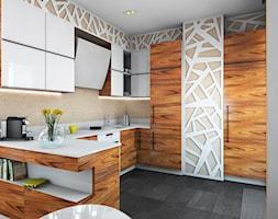 Kuchnia z naturalnym fornirem i kamiennym blatem - zdjęcie od Izabela Widomska Wnętrza - Homebook