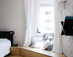 MIESZKANIE 62M² – PRAGA POŁUDNIE - Duża beżowa biała sypialnia małżeńska, styl skandynawski - zdjęcie od Devangari Design - Homebook