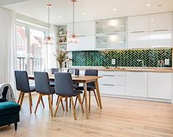 Kuchnia+z+jadalni%C4%85+-+zdj%C4%99cie+od+Monika+Staniec+Interior+Design