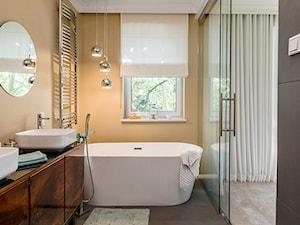 Salon kąpielowy z wanną wolnostojącą - zdjęcie od Monika Staniec Interior Design