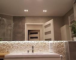 #malalazienka - Mała szara łazienka w bloku w domu jednorodzinnym bez okna, styl nowoczesny - zdjęcie od Zibi_C