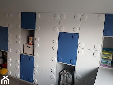Aranżacje wnętrz - Pokój dziecka: meble klocki lego - Sufitowe Rewolucje - sufity napinane kompleksowy montaż. Przeglądaj, dodawaj i zapisuj najlepsze zdjęcia, pomysły i inspiracje designerskie. W bazie mamy już prawie milion fotografii!