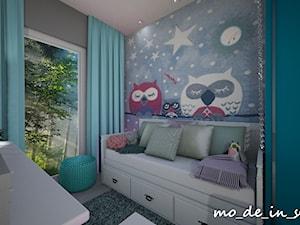 Pokój dziewczynki - Mały szary pokój dziecka dla dziewczynki dla ucznia dla malucha dla nastolatka, styl nowoczesny - zdjęcie od mo_de_in_studio _ chudy monika