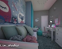 Pokój dziewczynki - Mały szary turkusowy niebieski pokój dziecka dla dziewczynki dla ucznia dla nastolatka, styl nowoczesny - zdjęcie od mo_de_in_studio _ chudy monika