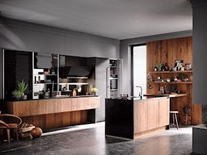 Kuchnia - Średnia otwarta szara kuchnia dwurzędowa w aneksie z wyspą z oknem, styl industrialny - zdjęcie od Więcpol - Kuchnie Rzeszów