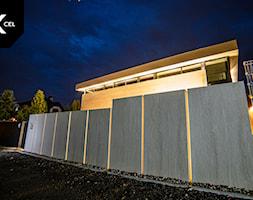 Efektownie podświetlone ogrodzenie - zdjęcie od XCEL Ogrodzenia - Homebook