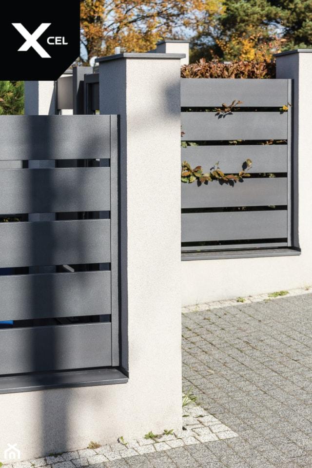 Grafitowe ogrodzenie aluminiowe - zdjęcie od XCEL Ogrodzenia