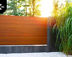 Poziome ogrodzenie drewnopodobne - zdjęcie od XCEL Ogrodzenia - Homebook