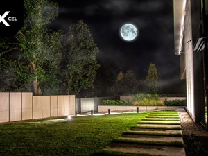 Desert Sky. Nowoczesne ogrodzenie ze spieków kwarcowych i aluminium