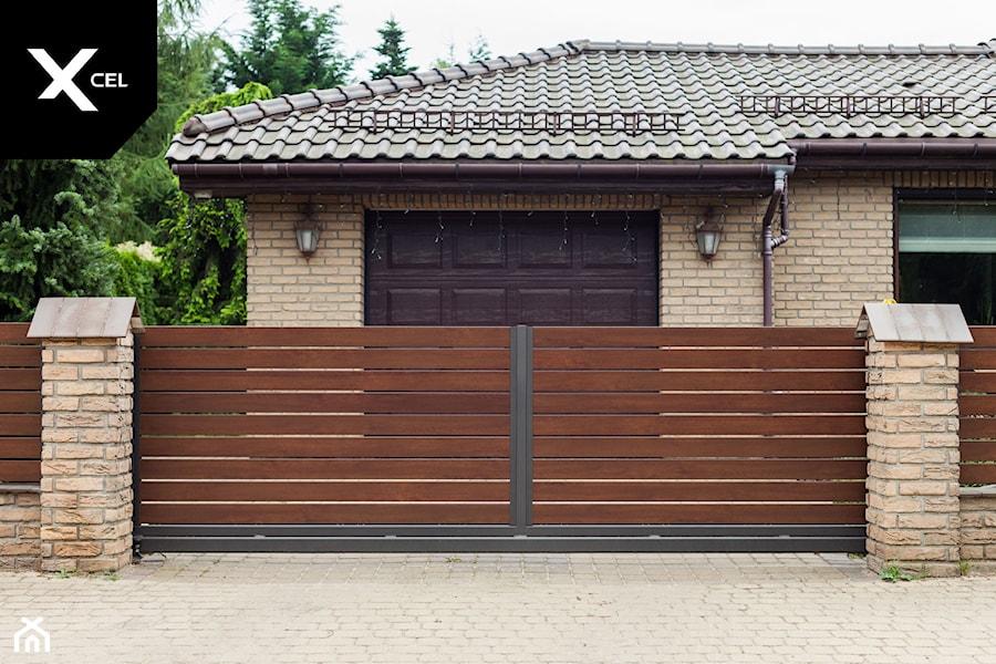 Drewnopodobna brama przesuwna - zdjęcie od XCEL Ogrodzenia