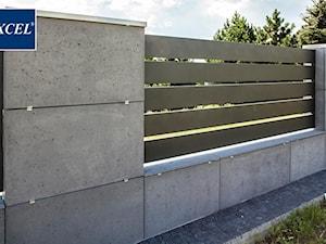 Nowoczesne ogrodzenia aluminiowe Xcel beton architektoniczny