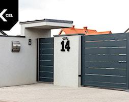 Keep it simple. Minimalistyczne ogrodzenie marki Xcel - zdjęcie od XCEL Ogrodzenia
