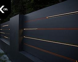Flow. Nowoczesne ogrodzenie aluminiowe marki Xcel - zdjęcie od XCEL Ogrodzenia