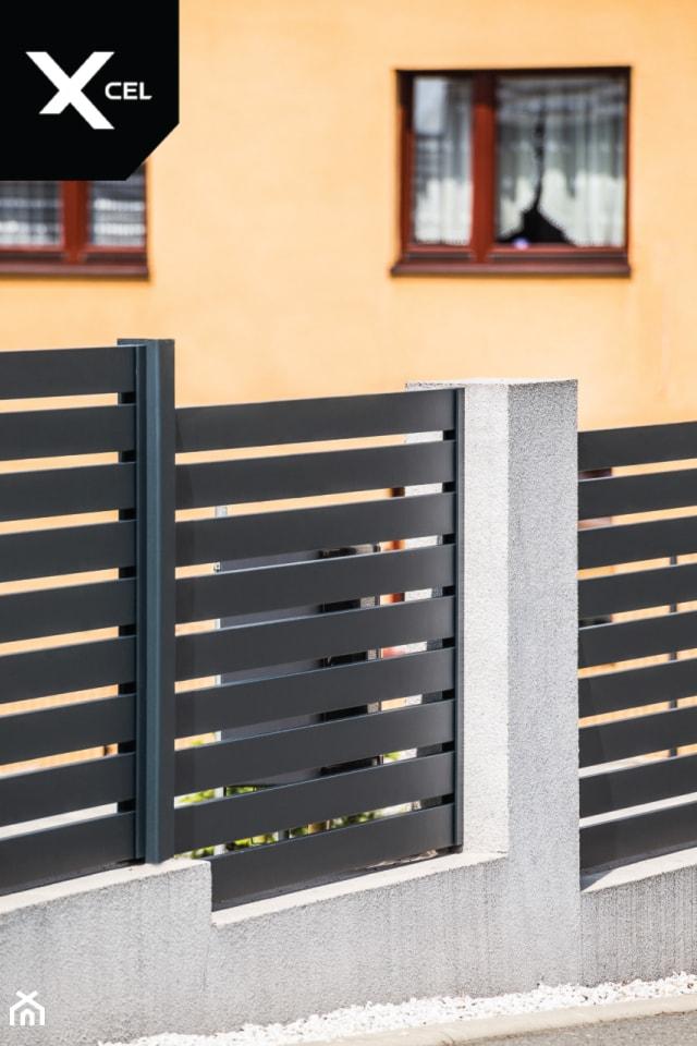 Grafitowe ogrodzenie wykonane z aluminium - zdjęcie od XCEL Ogrodzenia