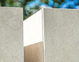 Słupy ogrodzeniowe wykończone spiekami kwarcowymi - zdjęcie od XCEL Ogrodzenia - Homebook